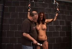 Unesená žena v rukou zvrhlíka