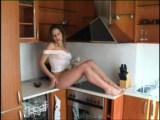 Striptýz amatérky v kuchyni