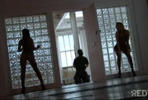 Bizarní okénko: Dvě paničky a otrok aneb Buďme otroky!