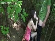 Ruská slečna vyprcaná v parku