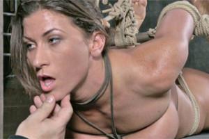 Ariel X: Svázaná, zavěšená a donucena k orgasmu – BDSM porno