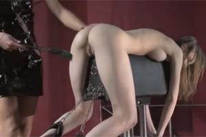 Beata Undine mučena lesbickou dominou