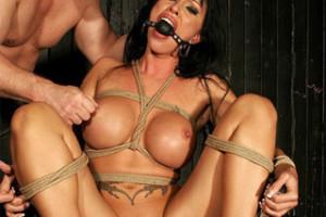 Cony Ferrara: Bezmocná a drsně ojetá – BDSM porno