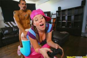 Lizzie Tucker vymění Playstation za péro přítele