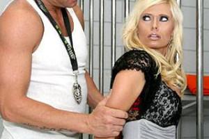 Pornokalendář DV 10.2 – Detektiv Mojmír ošuká zralou hříšnici za mřížemi