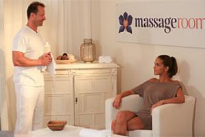 Speciální erotická masáž pro vdanou českou paničku! (George Uhl a Silvie Delux)