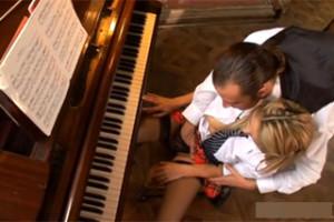 Učitel klavíru análně ojede dceru politika (Regina Ice)