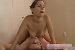 Úžasná Lelu Love si zajezdí na penisu přítele!