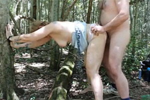 Zralý manželský pár šuká v lese!